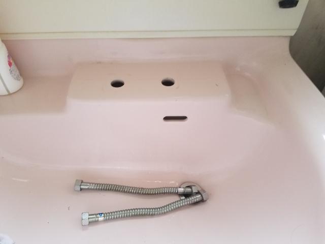 裾野市洗面水栓交換作業中