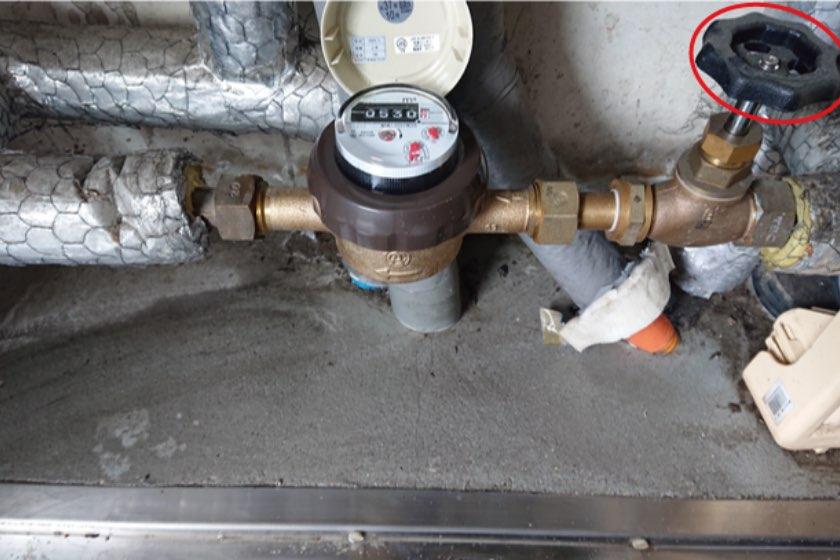 PS内に設置されたこま式止水栓